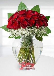 kalp vazoda 30 kırmızı gül
